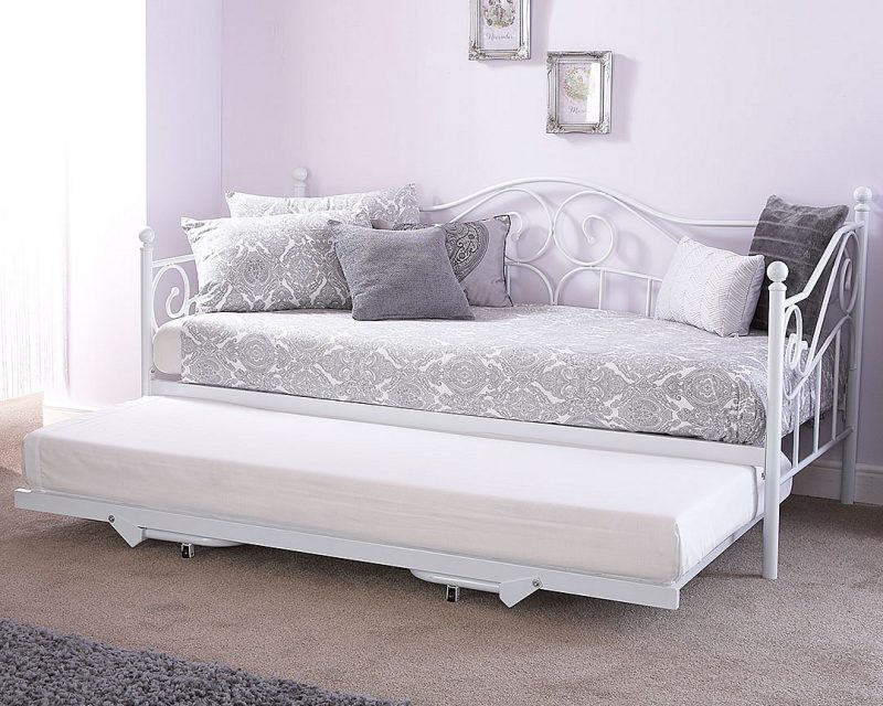Madison Day bed in White -0